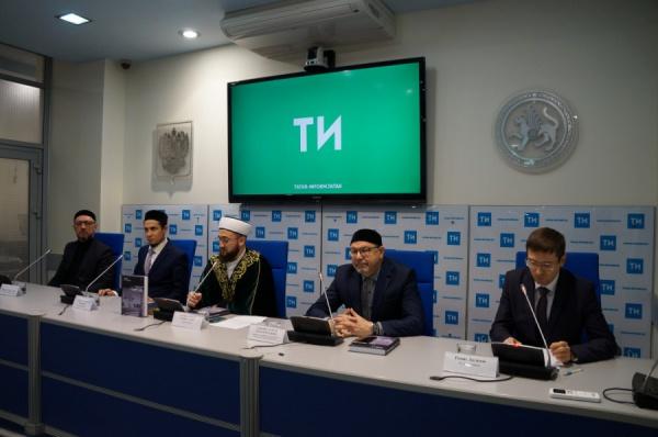 """Пресс-конференция в """"Татар-информ""""."""