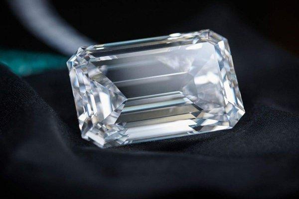 Это самый крупный драгоценный камень, реализованный на аукционе Christie's