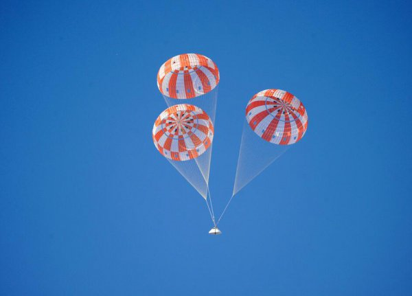 NASA испытало сверхзвуковой парашют для марсианской миссии