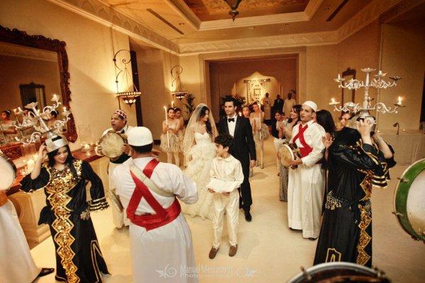 В ОАЭ поженят сразу более двух сотен пар.