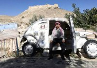 Житель Иордании открыл отель в собственном авто (Фото)