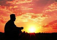 Поклонение, которое каждый мусульманин должен совершать на рассвете и вечером