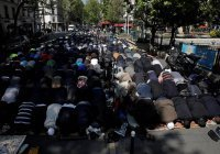 Во Франции запретили намаз на улицах