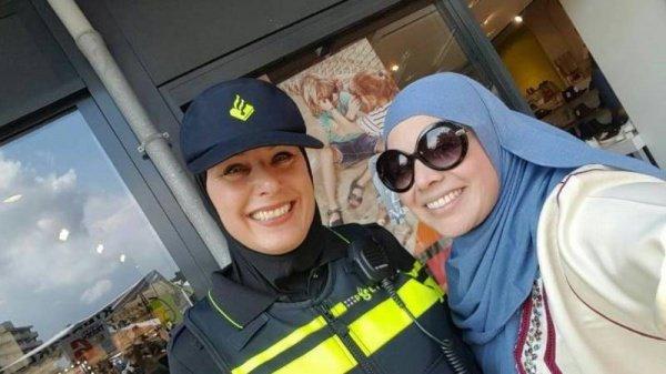 Мусульманки в полиции Нидерландов.