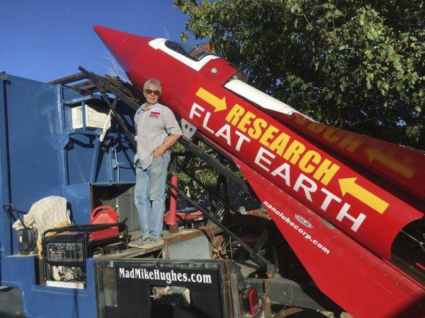 Его ракета построена из металлолома, найденного на свалках