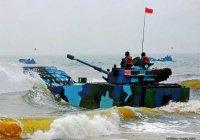 «Самый быстрый» плавающий танк испытали в Китае (ВИДЕО)