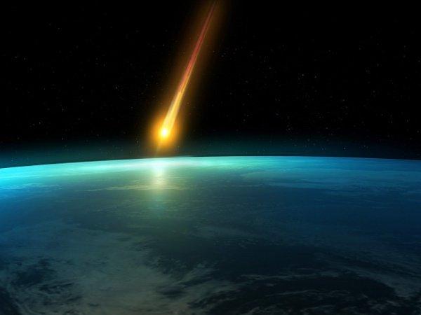 ВЯпонии уличная видеокамера зафиксировала падение метеорита