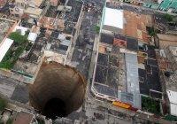 Три дома провалились под землю в Мексике (ВИДЕО)