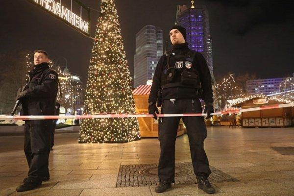На рождественских ярмарках в Европе будут усилены меры безопасности.
