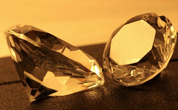 Метан под влиянием гроз трансформируется в углерод, во время падения превращающийся в графит, а затем в алмаз