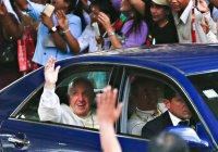 Папа Римский поразил жителей Мьянмы скромностью