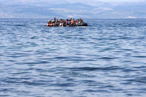 Акулы напали на мигрантов в Средиземном море.