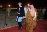 Тереза Мэй прибыла в Саудовскую Аравию