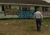 В Новой Зеландии жилой дом подбросили на пустырь