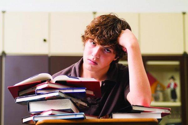 Ученые связывают потерю концентрации и желание отвлечься со спецификой мозговой активности подростков