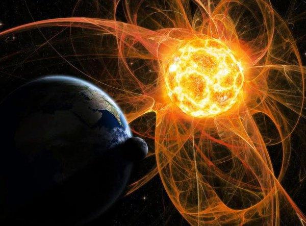 Это зоны с открытыми магнитными силовыми линиями уходящими от Солнца в бесконечность