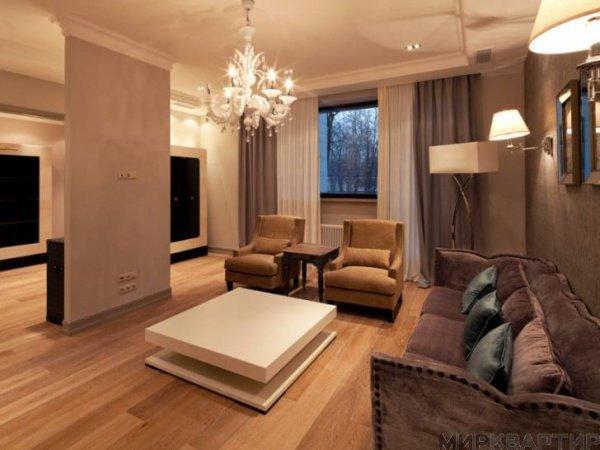 Для сравнения, в Петербурге самая дорогая съемная квартира стоит 700 тысяч рублей