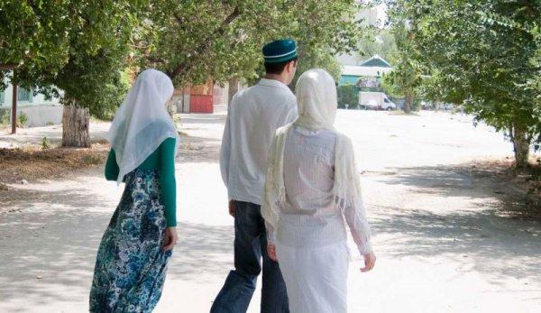 В Киргизии продолжаются дискуссии о многоженстве.