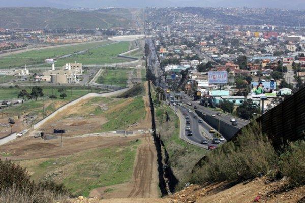 Граница США и Мексики.