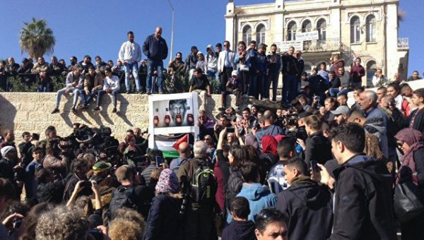 Мусульмане протестуют в Иерусалиме.
