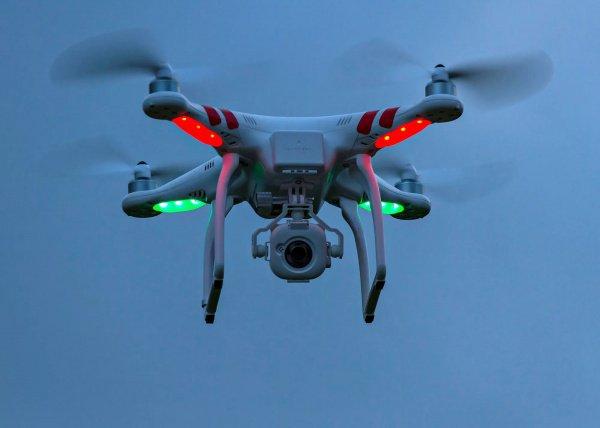 Японских трудоголиков будут выгонять сработы при помощи дронов ишотландских песен