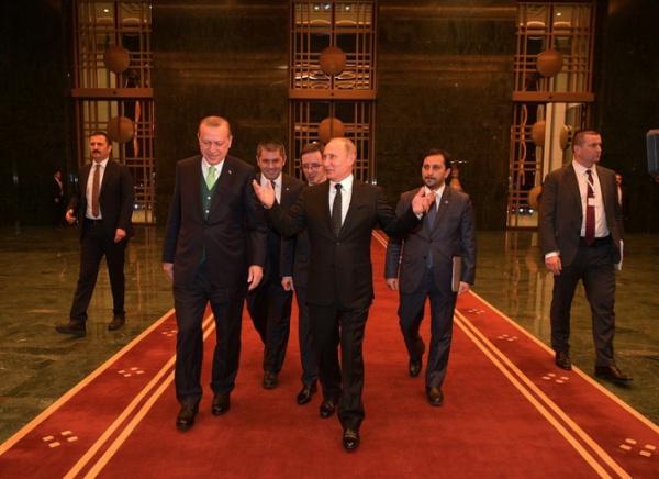 Примечательно, что после встречи с президентом России президент Турции поблагодарил его по-русски