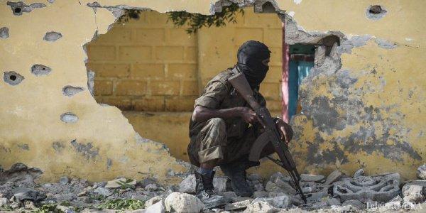 Террорист-смертник, переодетый в форму полиции, проник на территорию комплекса и активировал бомбу