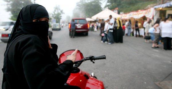 На машинах, управляемых женщинами, не будет никаких специальных обозначений