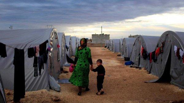 Благодаря инициативе РФ по содействию в проводке гуманитарных колонн власти САР готовы доставить продовольствие сирийцам в Эр-Рукбан