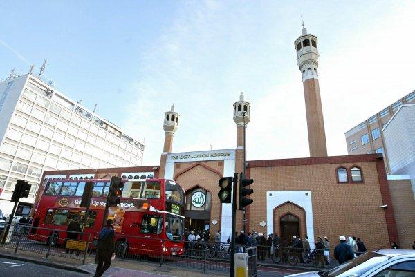 Тем самым глава лондонского исламского центра хочет подчеркнуть, что в исламе Иса (Иисус) (а.с.) почитается как пророк