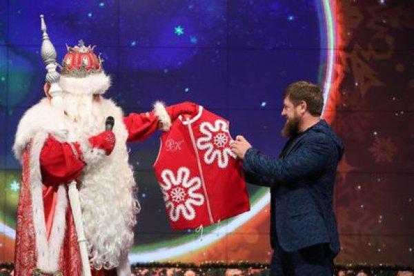 27 декабря на главной площади города Грозный свои огни зажжет 52-метровая новогодняя елка