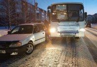 В Ангарске таксист протаранил автобус, чтобы спасти ребенка
