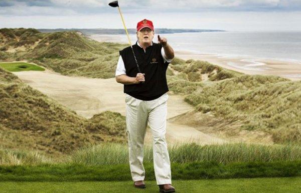 Гольф - любимое занятие Трампа на отдыхе.