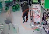 Предполагаемый виновник взрыва в петербургском супермаркете попал на видео