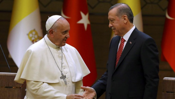 Эрдоган и Папа Римский провели телефонную беседу.