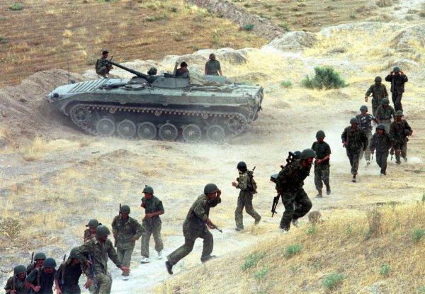 Погибшими за время конфликта в Таджикистане числятся 70 тысяч человек.