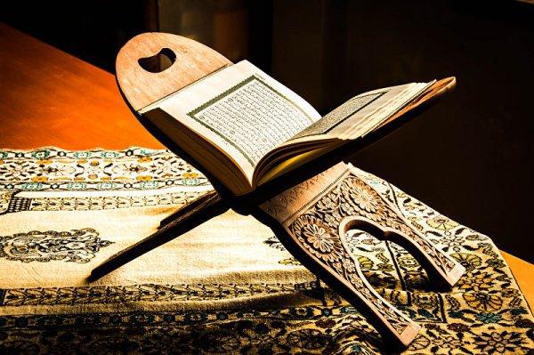 Авторы книг по основам Фикха пишут о том, что ученые Ханафитского мазхаба считают необходимым придерживаться трех условий при использовании сообщений «Ахад»