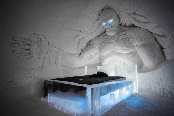 Для гостей отеля доступны 24 номера, 10 из которых — люксы, каждый из которых украшен ледово-снежной скульптурой