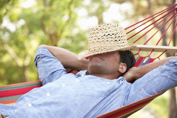 Свободное время, в соответствии с результатами опросов, мужчины чаще всего тратят на хобби, отдых с друзьями, посещение спортивных мероприятий и компьютерные игры
