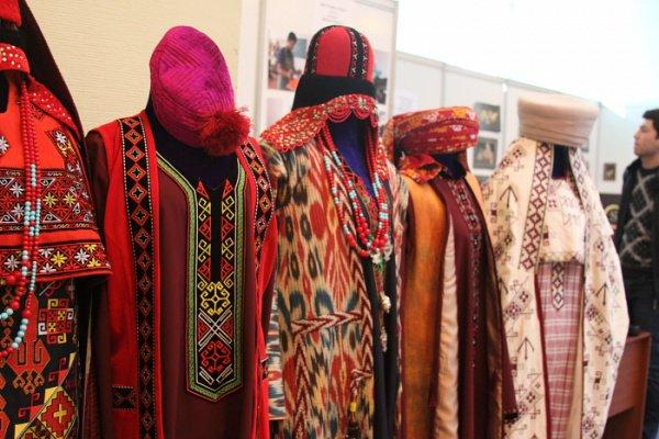 Национальные узбекские костюмы.