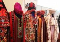 Депутатов в Узбекистане могут обязать носить национальную одежду