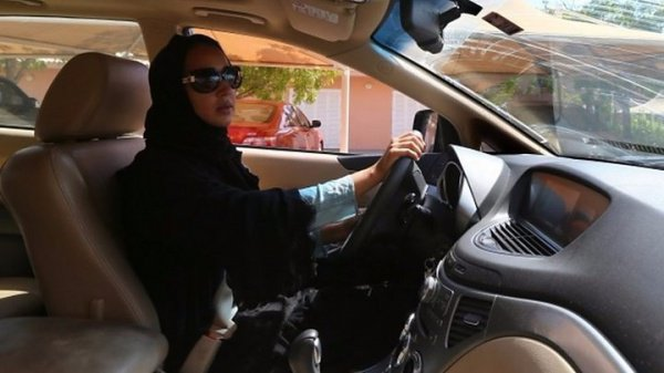 Женщинам Саудовской Аравии впервые разрешили водить автомобиль.