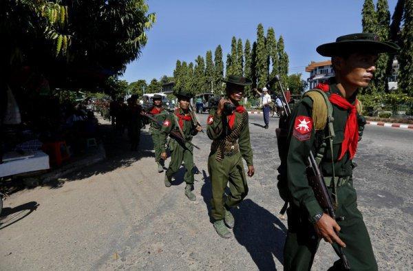 Военнослужащие Мьянмы.