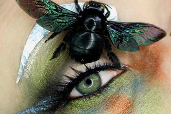 Она уже разместила больше 30 снимков макияжа с различными насекомыми и членистоногими