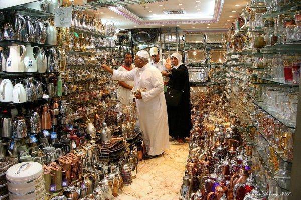 В Саудовской Аравии разгорелись споры о целесообразности продажи сувениров с исламскими святынями.