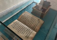 Московской Соборной мечети подарили старинный Коран, выпущенный в Казани