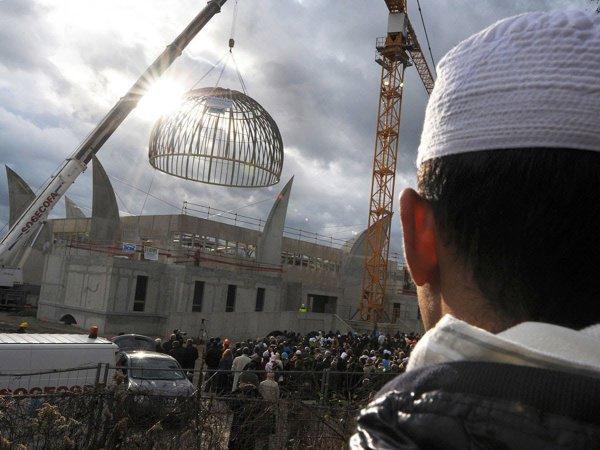 В ряде регионов России мусульмане не могут получить здания мечетей.