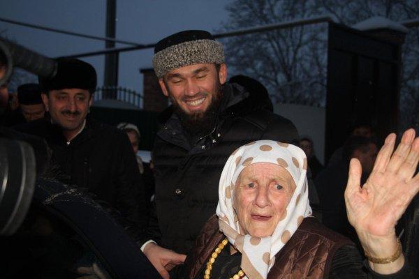 Кадыров подарил дом 104-летней долгожительнице