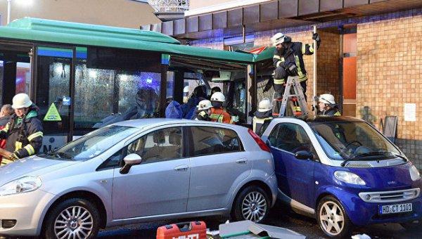 Крупная авария с участием школьного автобуса.