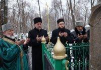 Умма Татарстана почтила память Марджани у его могилы
